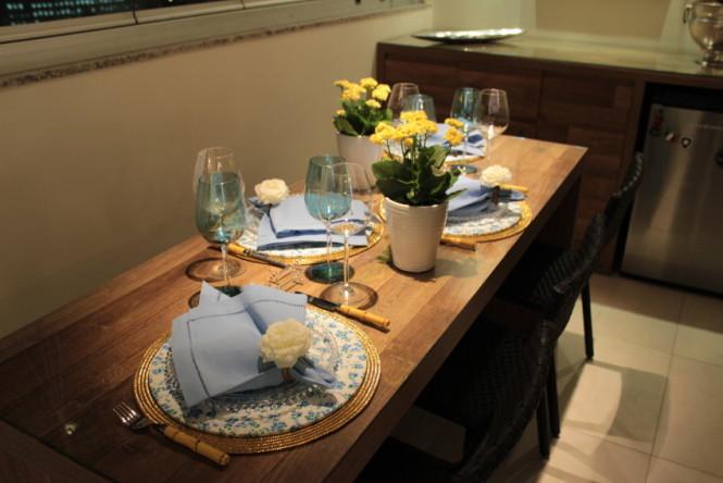 Mesa posta jantar (2)