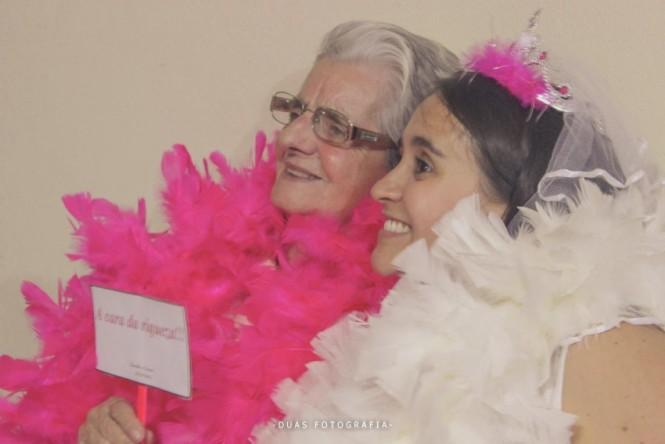 Noiva e avó no chá de lingerie
