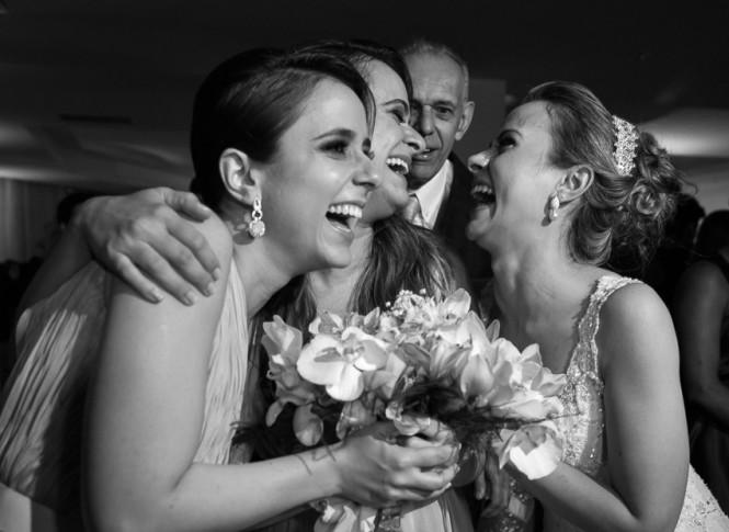 madrinhas e noivas com buque
