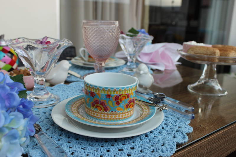 louça azul e rosa