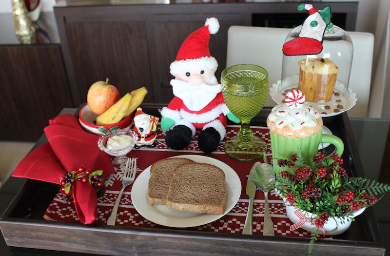 bandeja de café da manha de natal