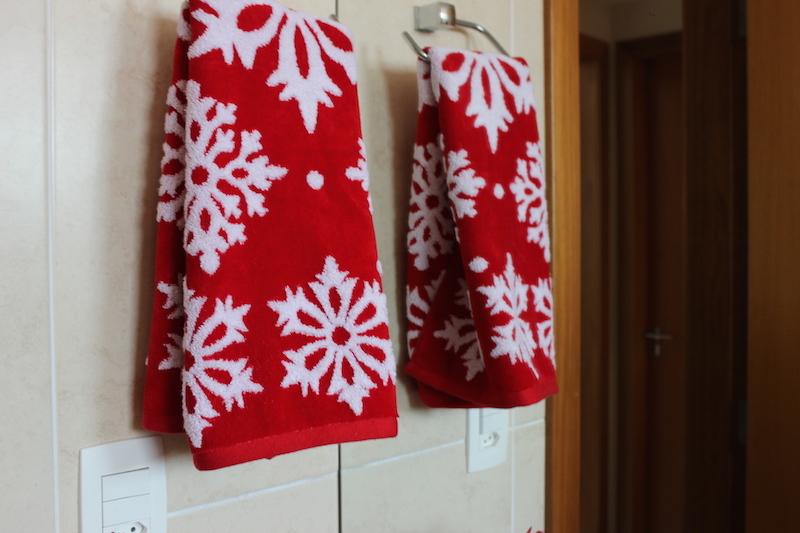 decoracao de lavabo para o natal : decoracao de lavabo para o natal:Na minha bandeja, coloquei o jogo de banheiro de Papai Noel que recebi