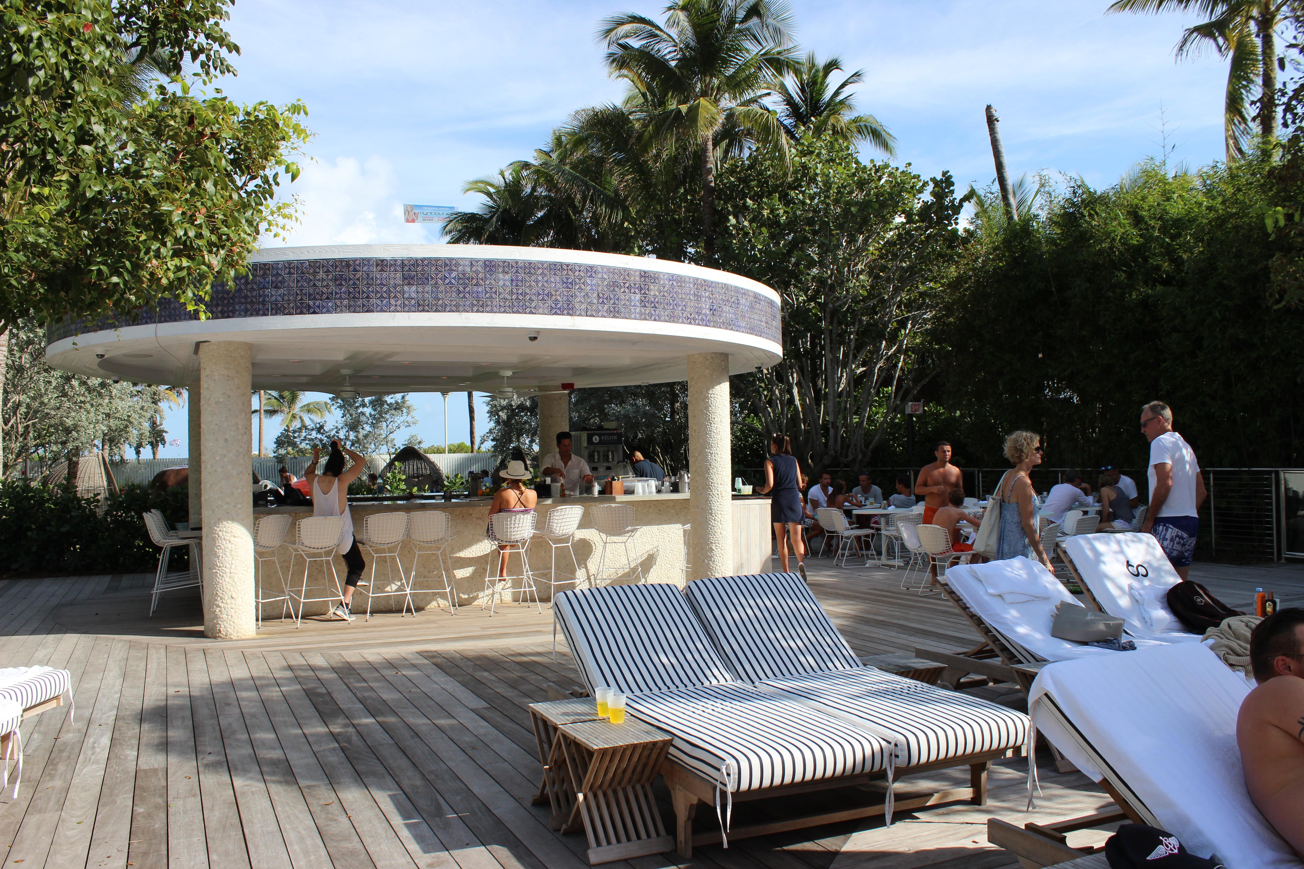 bar piscina hotel nautilus