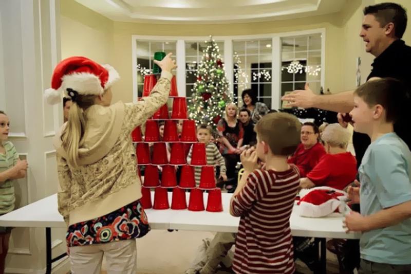 arvore de copos brincadeiras de Natal