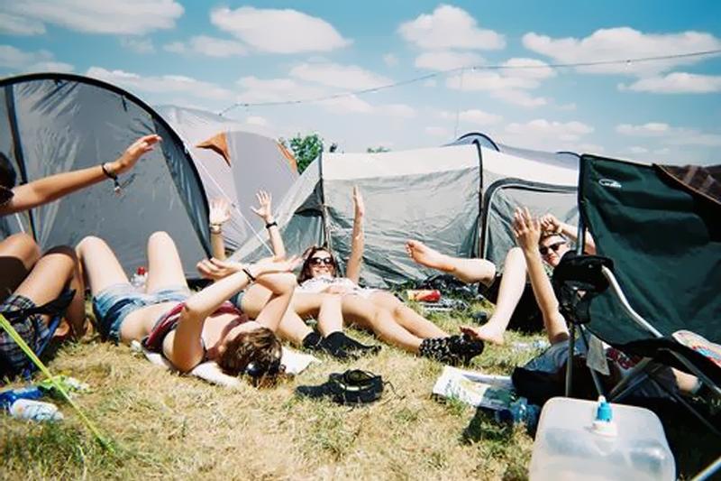 acampar com as amigas