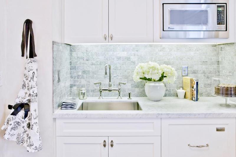 bancada de cozinha limpa e organizada