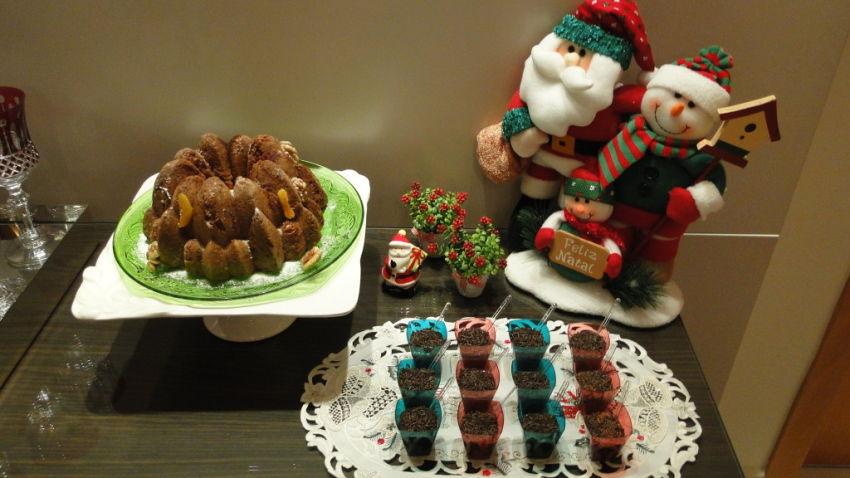 Brigadeiros de colher e bolo natalino