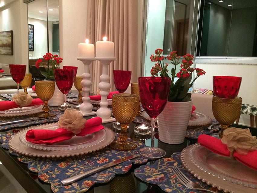 decoracao de casamento que eu posso fazer:MESA DO DIA: Para um jantar, vermelho e dourado – Vida de Casada