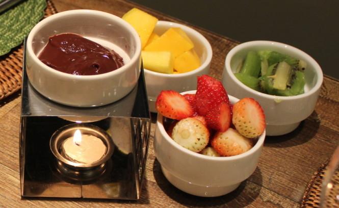 Fondue de chocolate e complementos