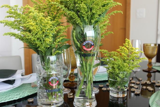 Decoração utilizando tulipas e caneca de chopp