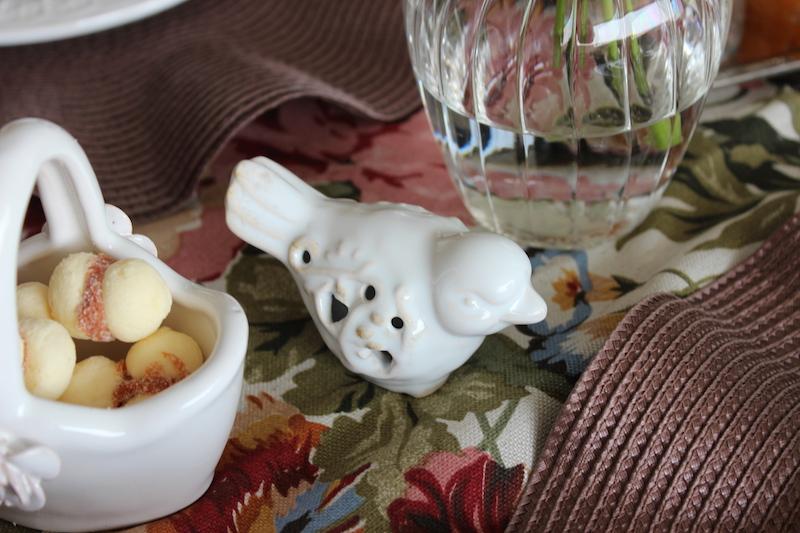 passarinho de porcelana