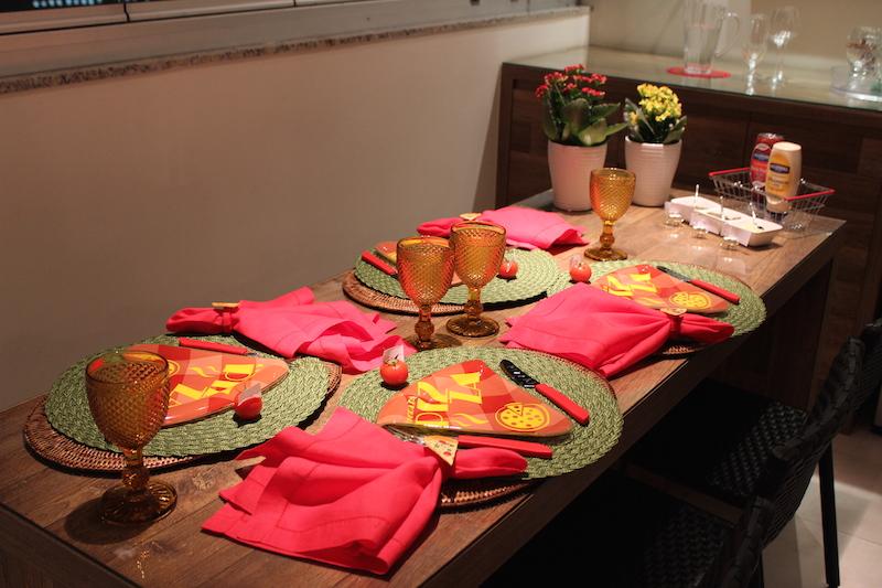 mesa posta para pizza