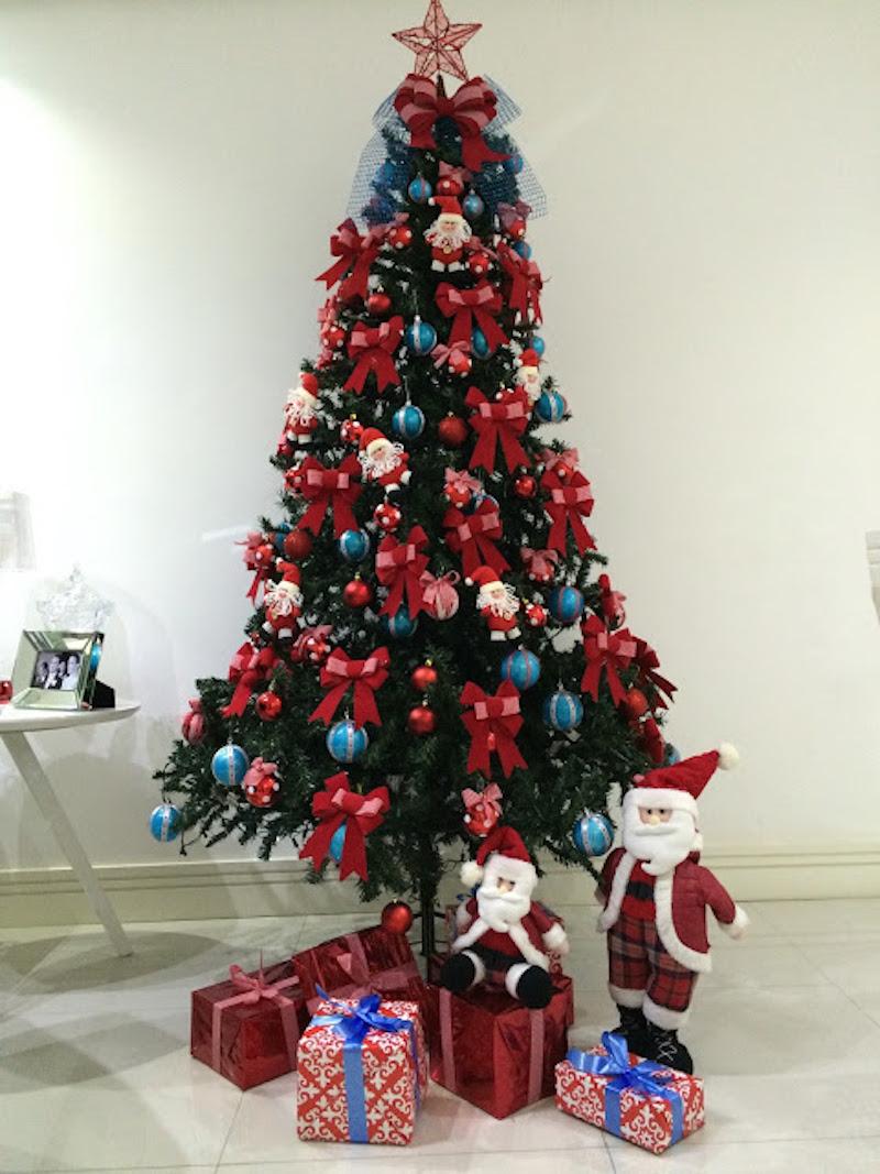 arvore de natal azul e vermelha