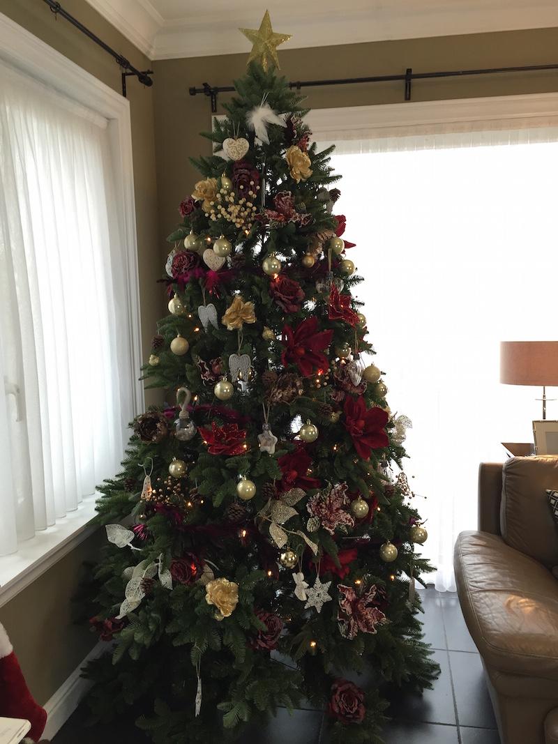 arvore de natal dourada e vermelha