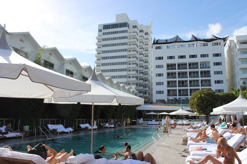 piscina hotel nautilus