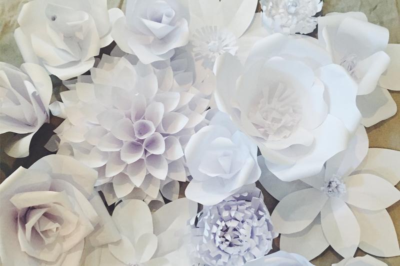 flores de papel para comemorar um ano de casado