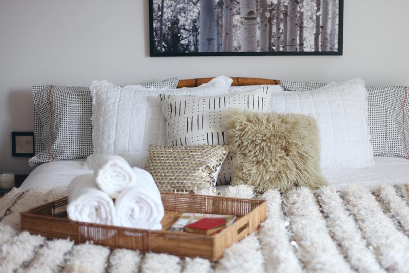 toalhas dobradas quarto de hospedes