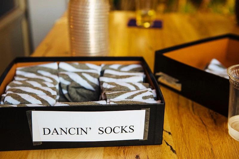 meias para os convidados dancarem