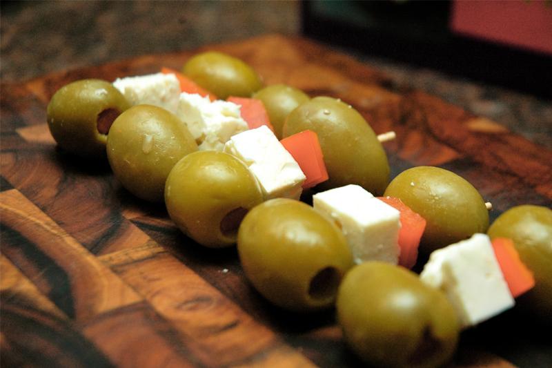 receitas de petiscos para o carnaval espetinho de azeitona e queijo