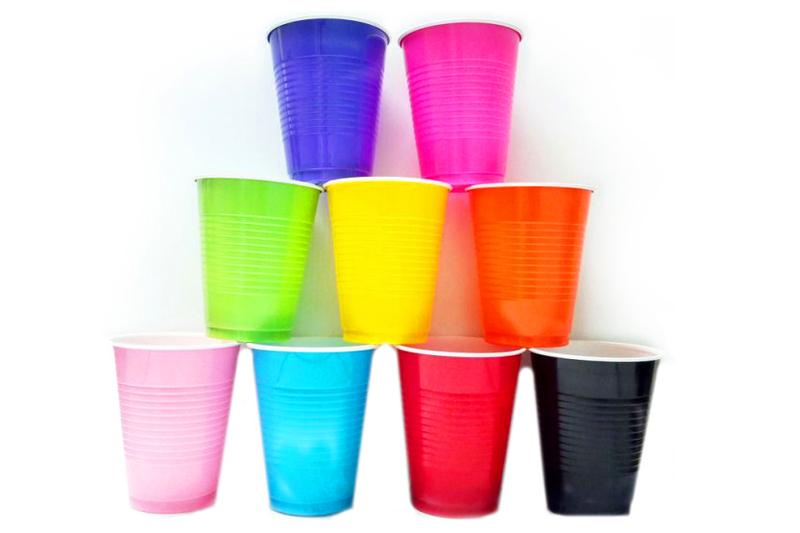 festa infantil copos coloridos