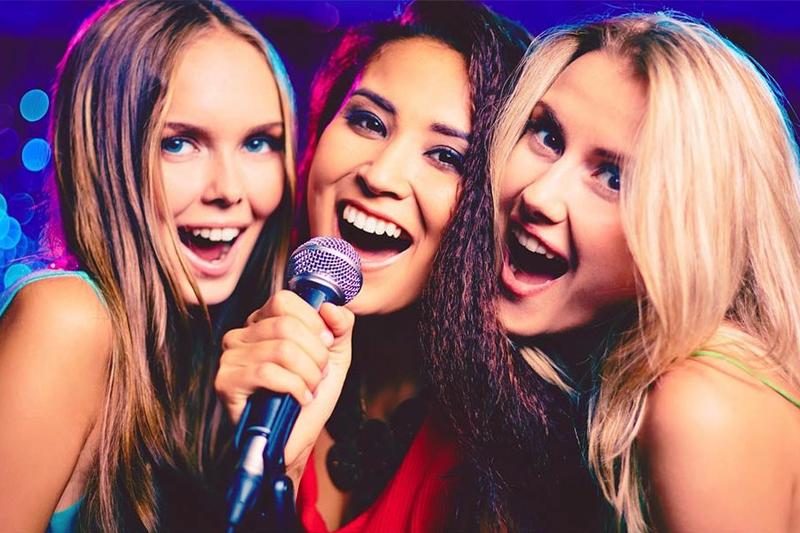 karaoke com as amigas