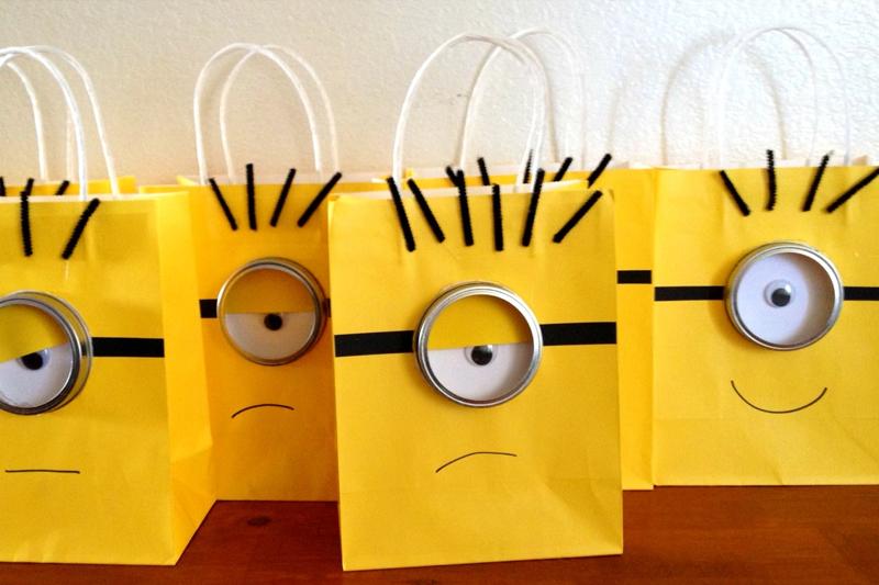 decoracao de festa infantil minions sacolas
