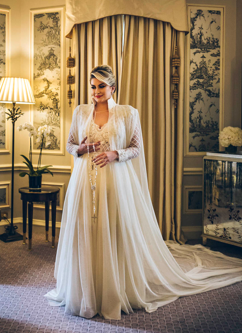vestido de noiva com capa alice salazar