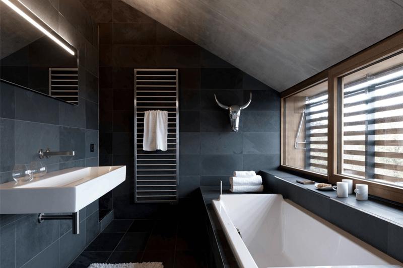 decoracao de banheiro minimalista com tons escuros