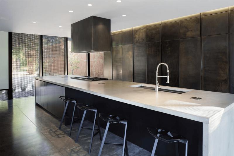 decoracao de cozinha minimalista com tons escuros