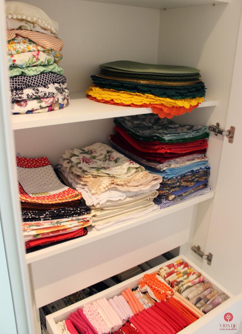 organização de roupas de cama
