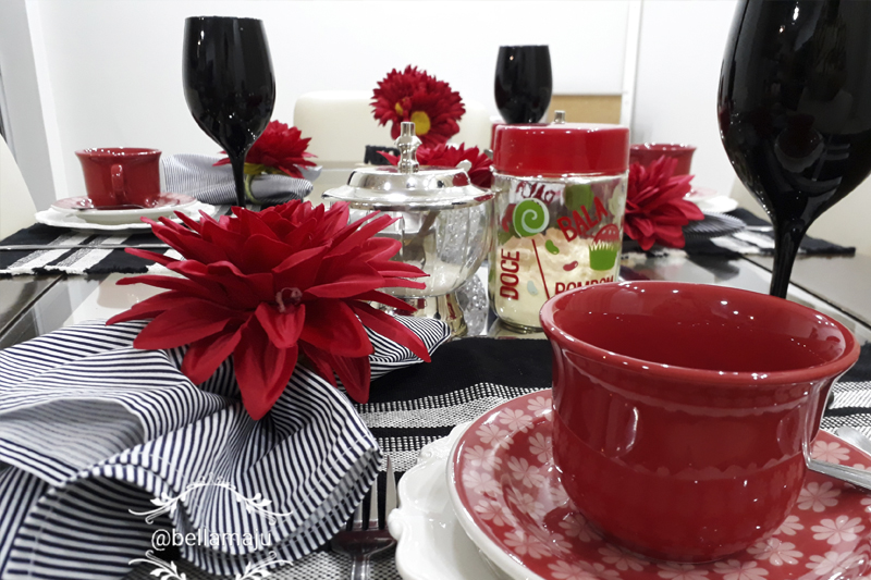 mesa posta vermelha