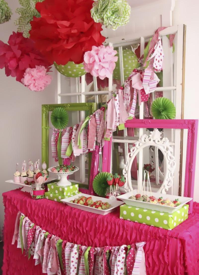 decoracao de festa infantil com pompom de papel
