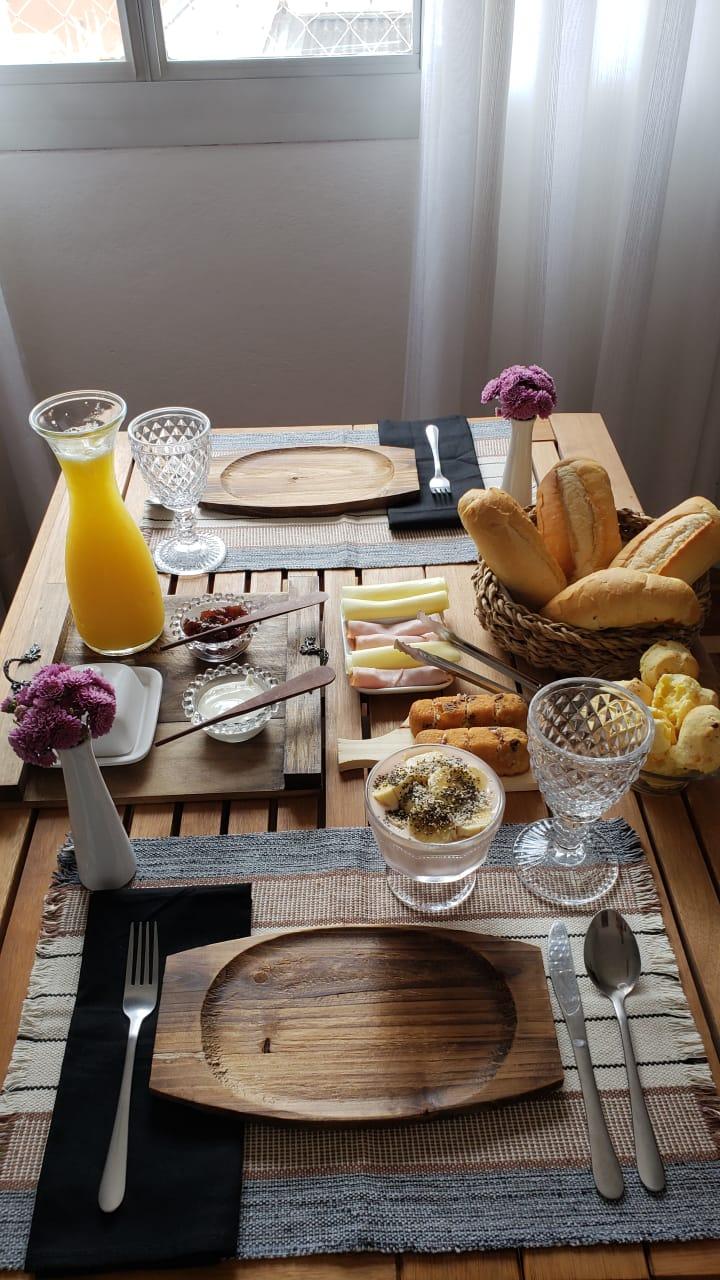 mesa de café da manhã criativa