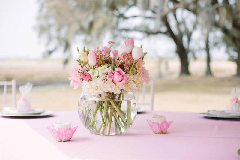 arranjo de flores naturais para mesversario bebe