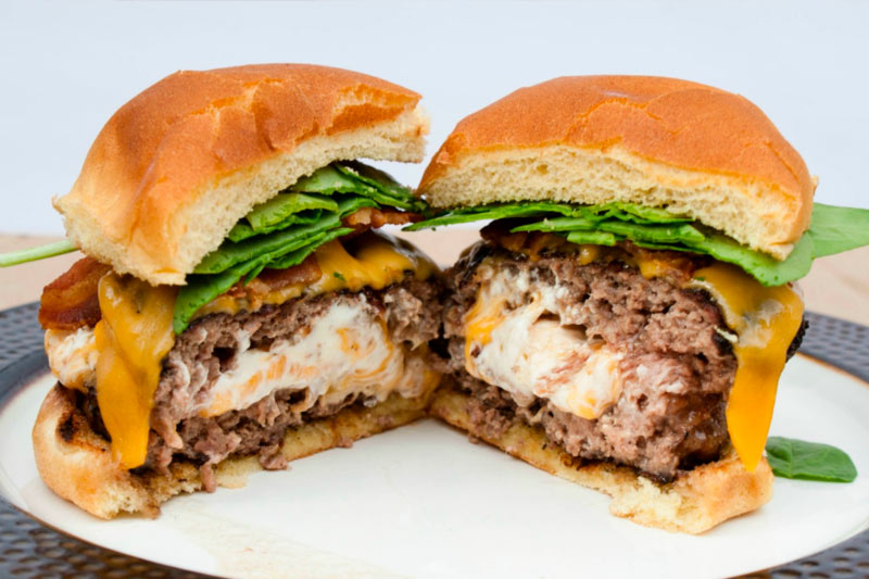 hambúrguer recheado com queijo receita
