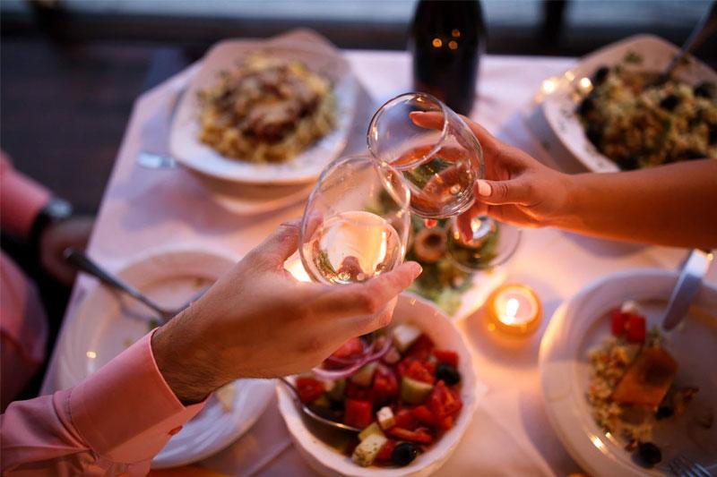 jantar romântico com brinde e menu harmonioso