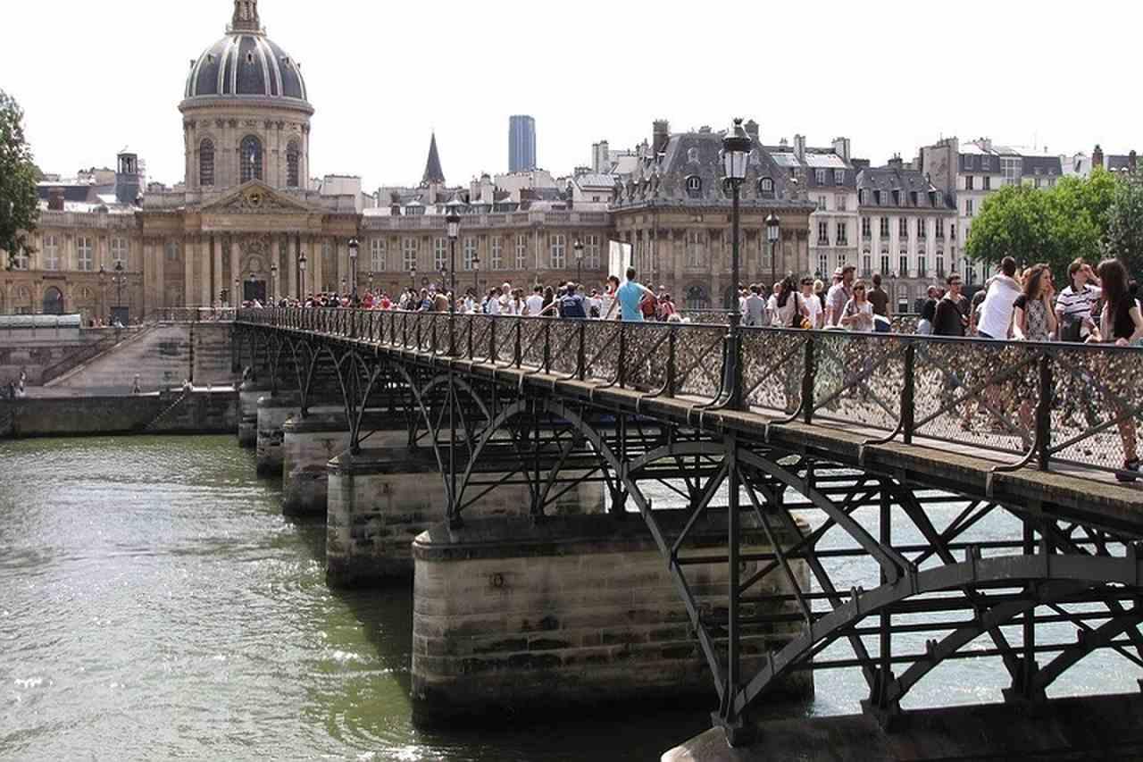 ponte de cadeados em paris