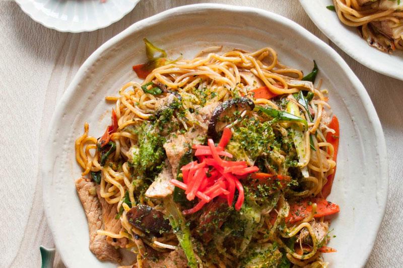 receita rápida de yakisoba para jantar