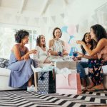 Brincadeiras para chá de bebê: 11 ideias divertidas e fáceis!