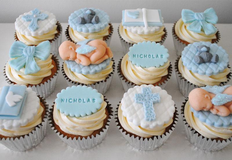 cupcakes tematicos para mesa de batizado