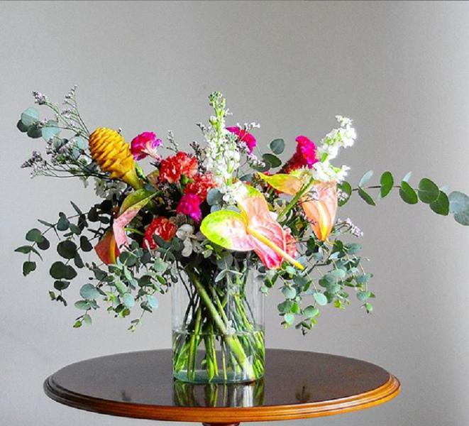Arranjo de flores desconstruído texturas