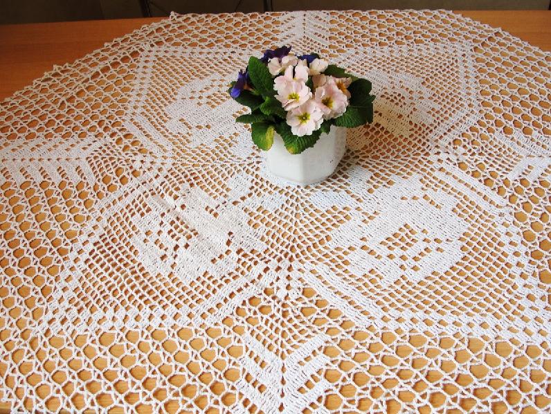 toalha de mesa feita a mao rendada