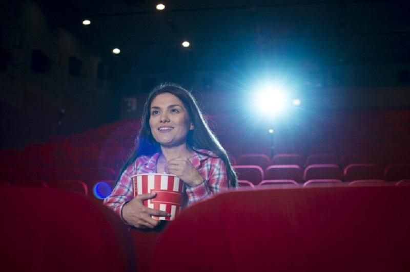 Mãe Assistindo Filme