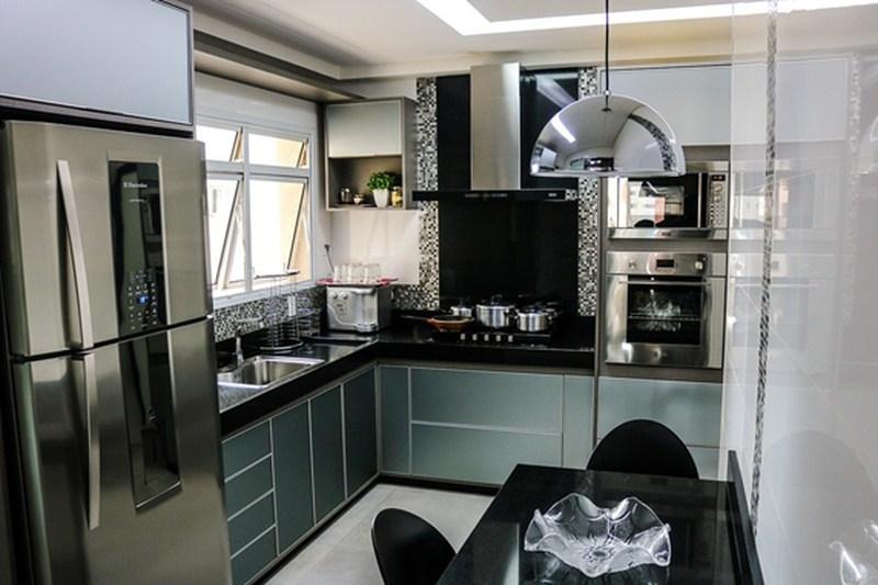 geladeira de inox decorada