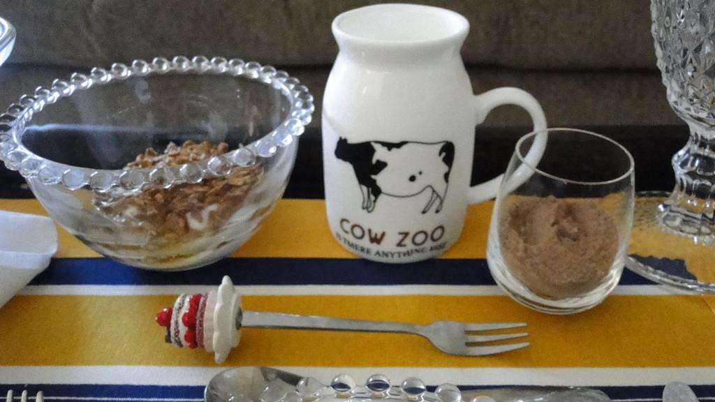 Detalhes da bandeja de café da manhã na cama